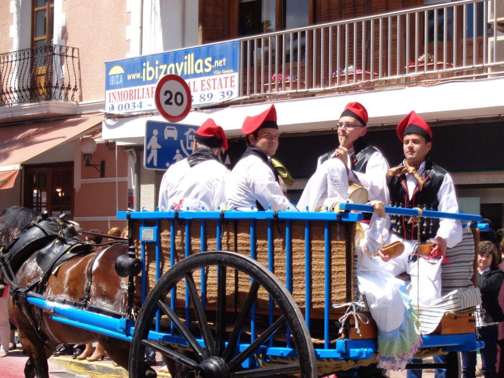canarabi.com payeses en carro fiestas de santa eulalia anem a maig